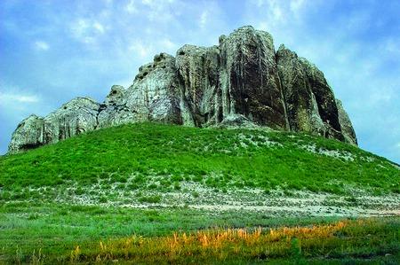 Велечезне нагромадження каміннявисотою 12 метрів, площею 3 га