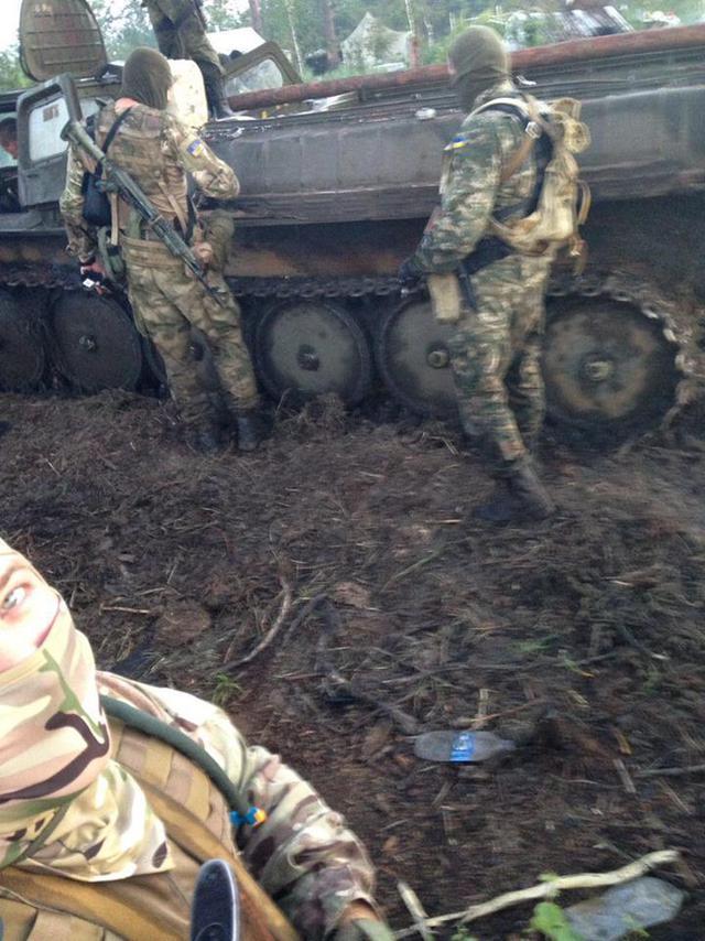 Спецоперація Нацполіції в Рівненському заповіднику: затримано групу нелегальних старателів, вилучено бронетехніку