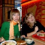 білоруські журналістки інспектують українське кафе