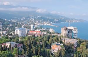 На узбережжі Криму все менше зелені й усе більше бетону. Фото Андрія НЕКРАСОВА