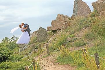 Альпійська гірка — вдала точка для весільної фотосесії