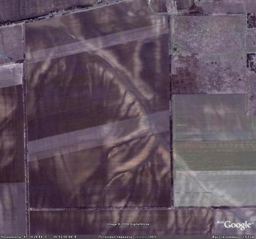 Знімки змитих полів по Токмацькому району. Гарно? І там ніхто нічого не робить, а лізуть заліснювати у Молочанську, тоді як це інший бік району - с. Снігурівка та Остриківка. Причому, балки правого берега р. Токмачки та Бандурки тут не винні - ці поля на лівому березі долини.